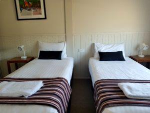608 Split bed